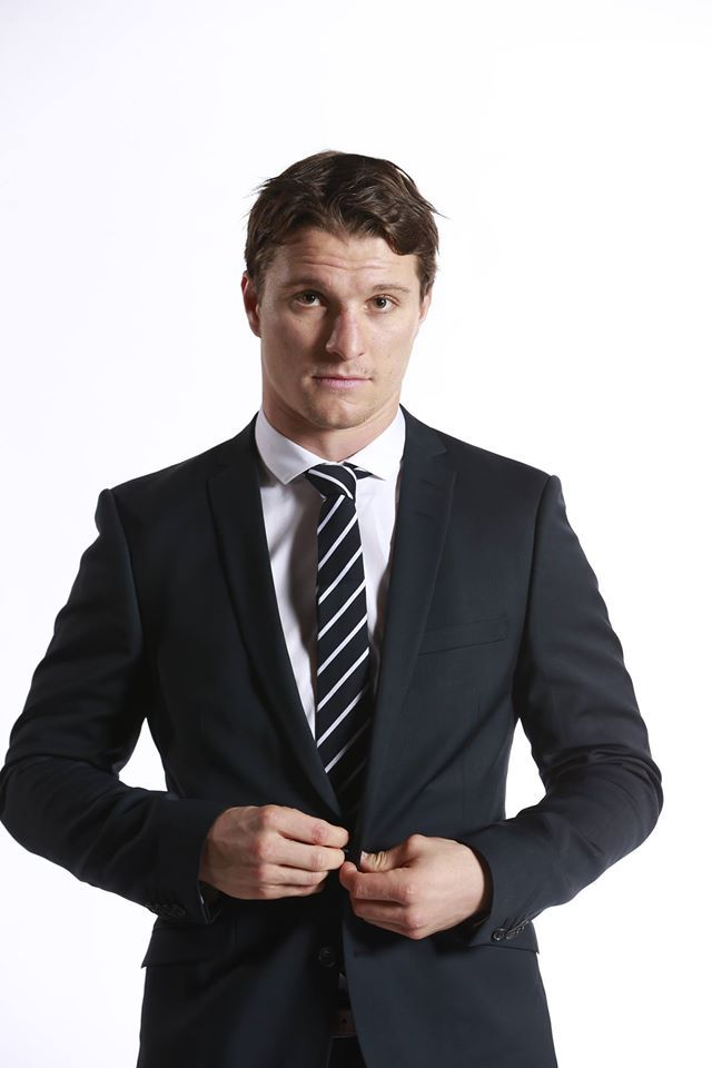 Antoine roussel that man cleans up nice hockey for Interieur sport antoine roussel