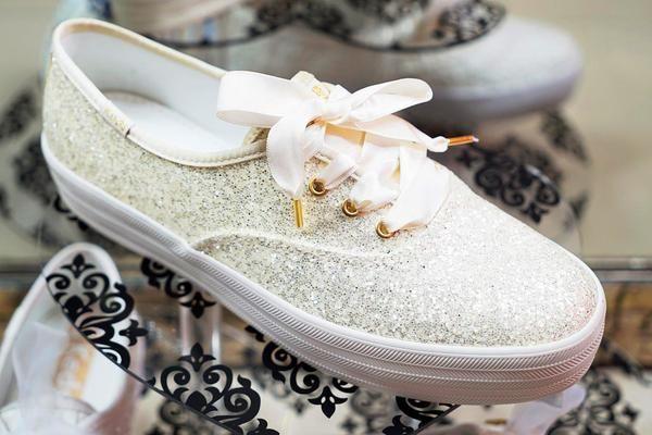 1de6c74d69 Tenis para novia AIDU & KEDS blancos con glitter de edición limitada,  también excelentes para