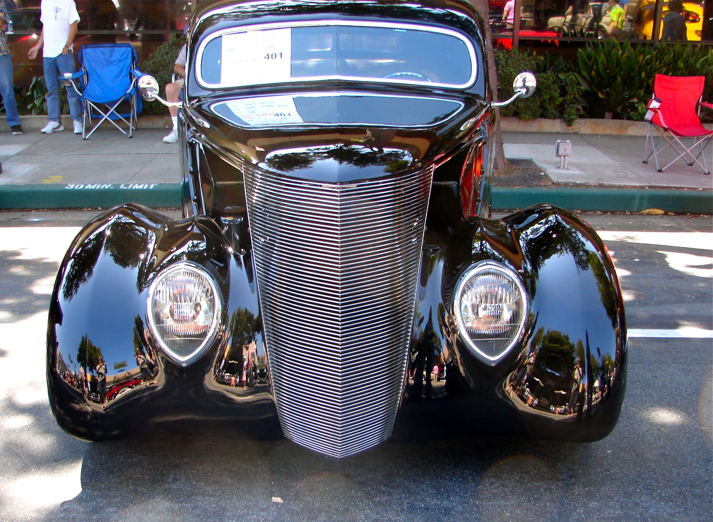 Makes me think of the ZZ Top car, Great hot rod (Car show in So ...