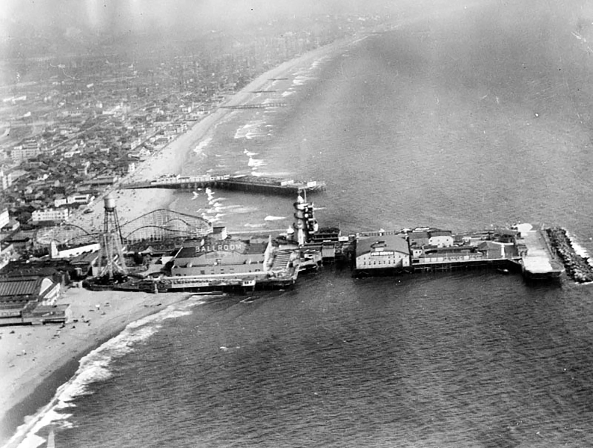 The doomed Venice Beach Pier in 1946, shortly before