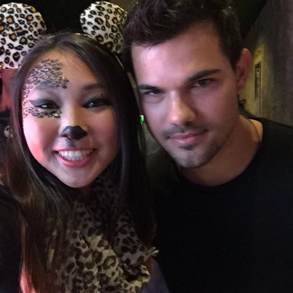NEW fanpic of Taylor from yesterday (October 30, 2015) (via Twitter: katesugu)