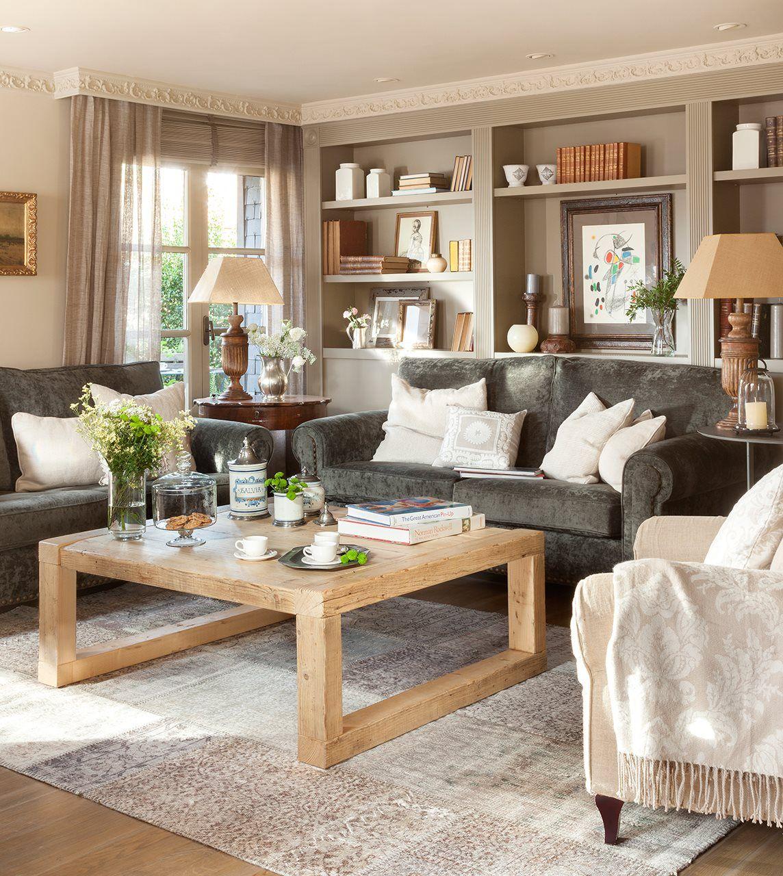 Sal n con librer a a medida paredes en beige y sof s for Librerias en salones