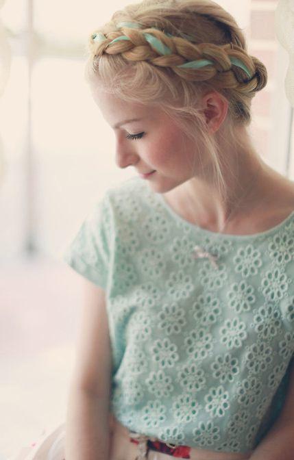 手芸用リボンを編み込むのが可愛い アンティーク風ヘアアレンジ特集 Marry マリー 体育祭 髪型 派手な髪型 可愛いヘア
