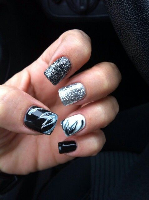 Mt nails Black White Silver nails