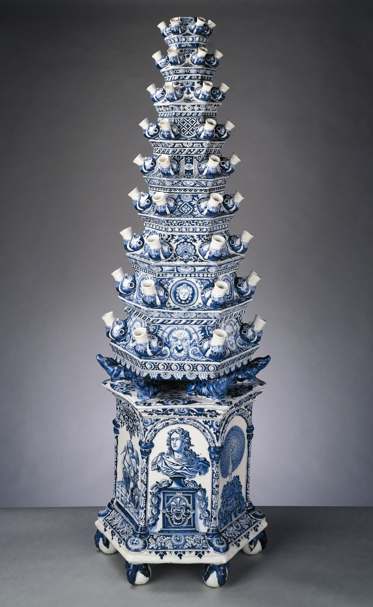 Cuidado que quebra vaso para tulipas delft queen mary and dutch delft tulip vase by adriaen kocks circa 1694 flower vases such as these were used to ornament the fireplace during the spring summer when fires reviewsmspy