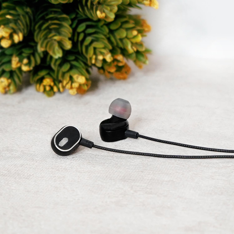 Handsfree Menjadi Barang Penting Untuk Kalian Yang Hobi Mendengarkan Music Di Sela Aktivitas Atau Waktu Luang Handsfee Handsfree Earbuds Electronic Products