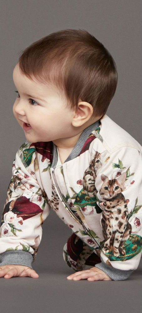 41e6519d3434 DOLCE & GABBANA Baby Girls Mini Me Zambia Print Tracksuit. #kidsfashion  #kids #dolcegabbana #baby #babygirl #babyclothes #dgbaby