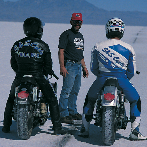 """The S&S team returned to Bonneville in 1996 and set five records. Jody Anderson rode the S&S equipped 119"""" Evolution style Sportster and Tim Culver rode the S&S 89"""" Sportster. #sscyclelegacy #sscycle #provenperformance #viola #powertune"""