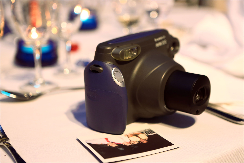 Utilisation des instax Fujifilm en location lors de mariage http://www.des-clics-photos.fr