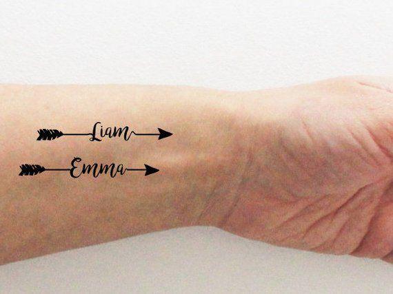 4 tatouages temporaires de pr nom avec une fl che ou un. Black Bedroom Furniture Sets. Home Design Ideas