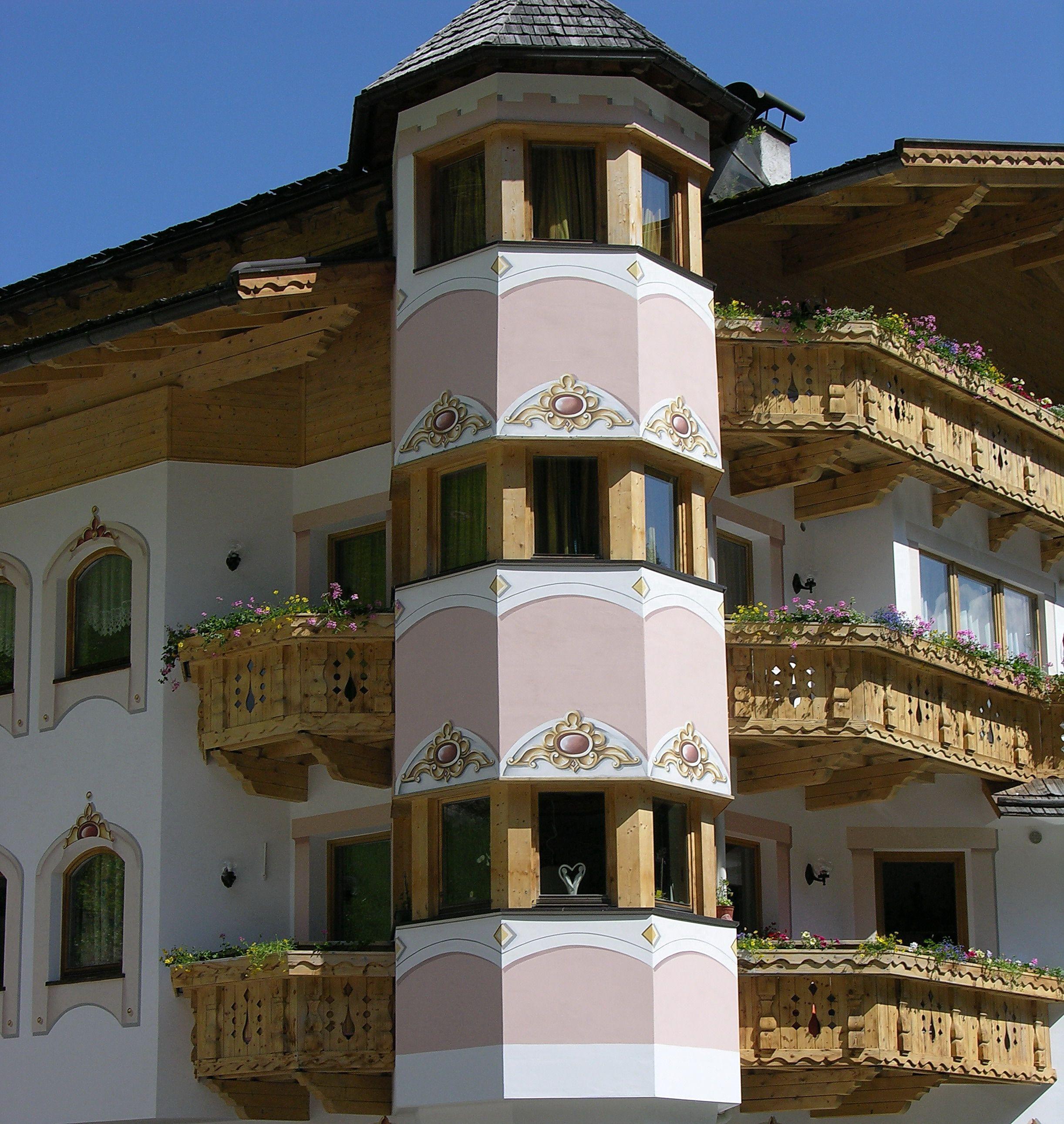 Restaurierung Luftlmalerei In Sudtirol Fassadenmalerei