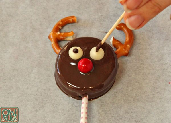 How To Make Reindeer Oreo Cookie Pops Cookies And Stuff Oreo