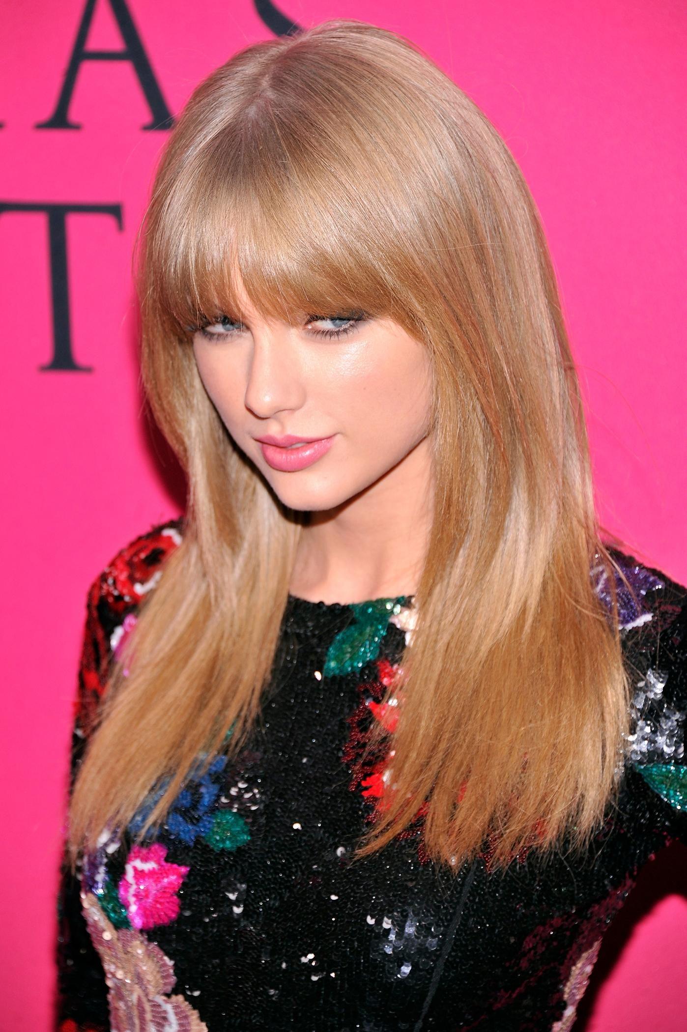""" TAYLOR SWIFT "" – Super Cute n Super Leggy @ 2013 Victoria's Secret Fashion Show."