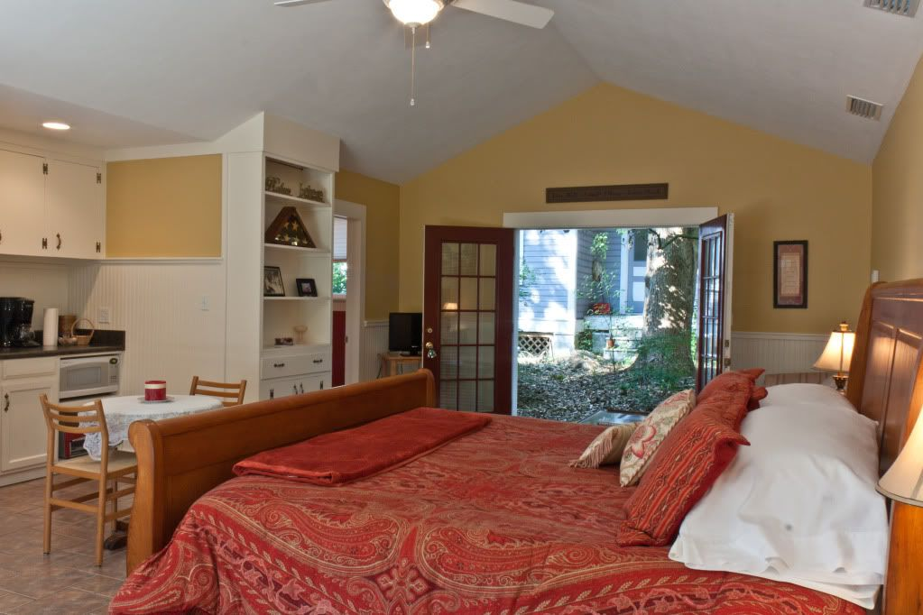 Spats Hideaway is a detached room at the inn. Great for privacy!
