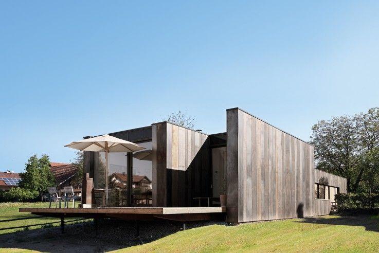 Low Budget Minimalist House Architecture die tragende konstruktion ist eine gedämmte holzständerwand, die