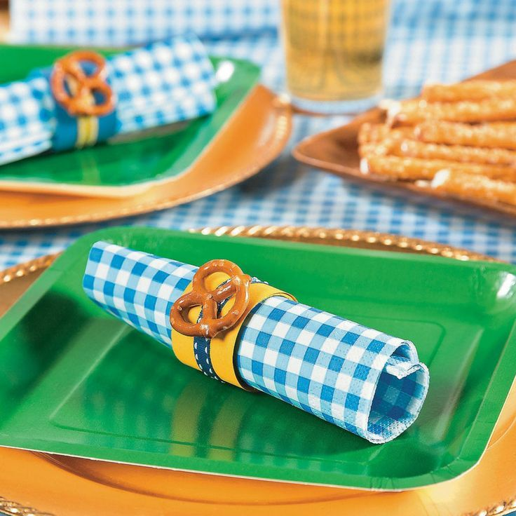 Create your own party decorations for your Oktoberfest bash with this fun Oktoberfest Napkin Ring Idea. A cute way to keep your napkins organized and ready to party, simply follow #octoberfestfood
