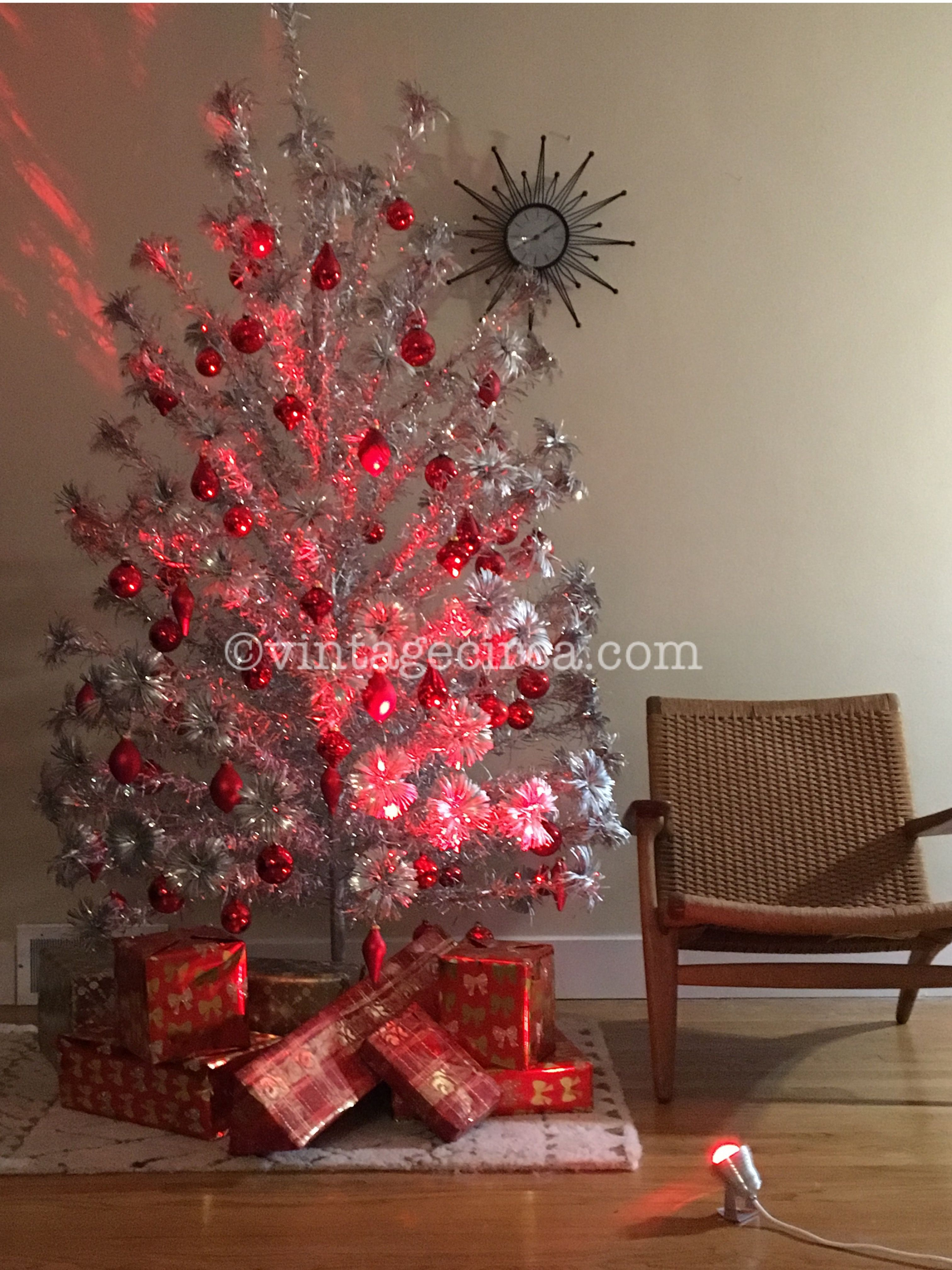 Modern metal christmas tree - A Mid Century Modern Classic The Treetronics Color Wheel 2 0 For Your Vintage Aluminum Christmas Tree Pinterest