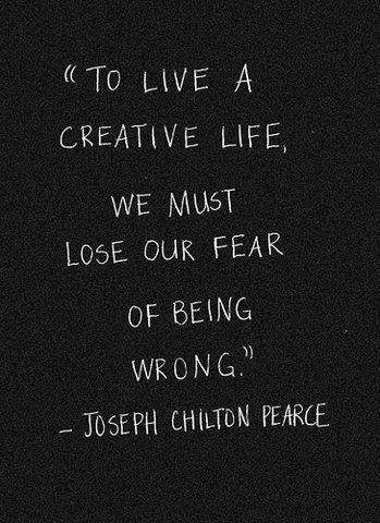 """""""Para vivir una vida creativa, debemos perder el miedo a equivocarnos.""""  Joseph Chilton Pearce"""