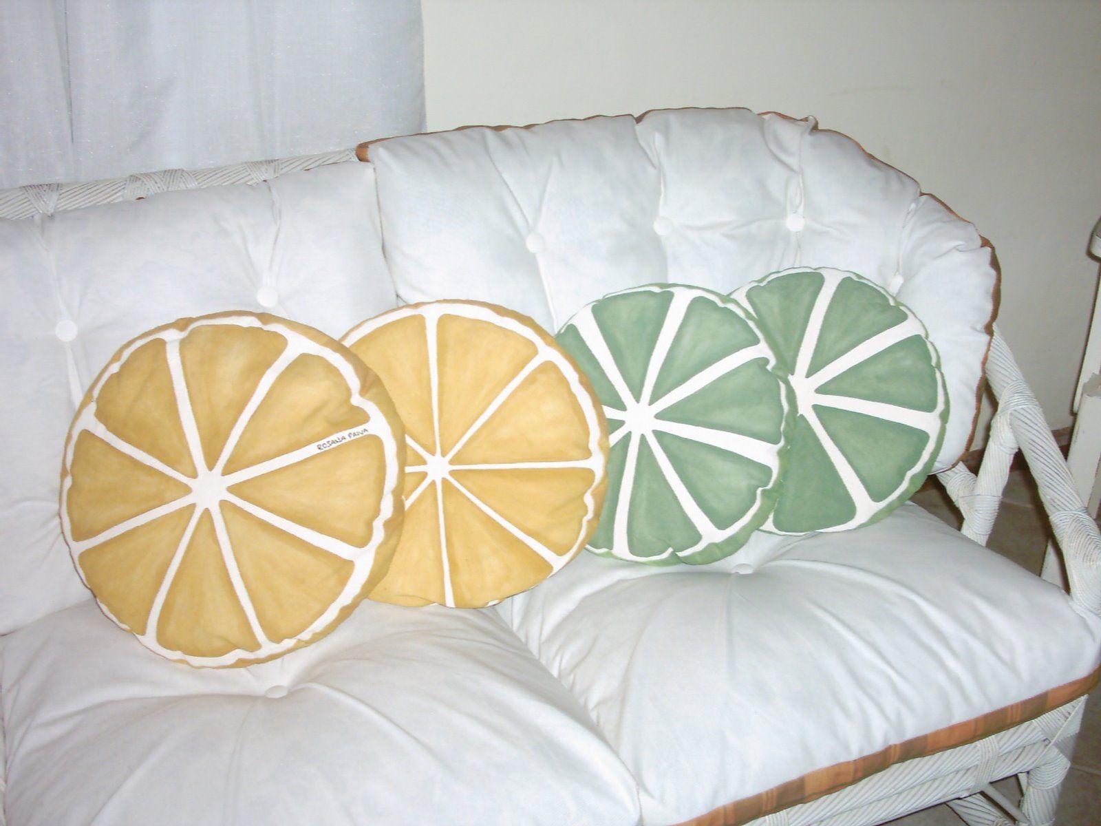 Almofadas laranjas e limões