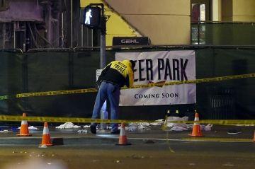Las Vegas - Une voiture folle fonce sur la foule, 1 mort et 37 blessés Check more at http://people.webissimo.biz/las-vegas-une-voiture-folle-fonce-sur-la-foule-1-mort-et-37-blesses/
