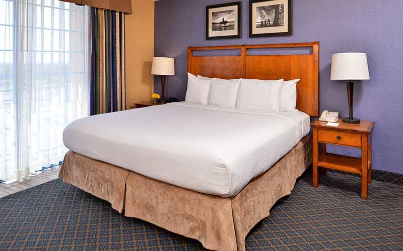 Hotels In Austin Embassy Suites By Hilton Austin Central Photo Gallery Hotel King Austin Hotels Suites