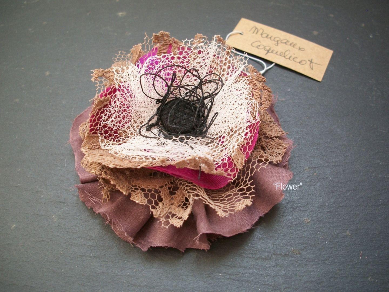 broche fleur tissu dentelle marron flower sewing embroidery crochet pinterest. Black Bedroom Furniture Sets. Home Design Ideas