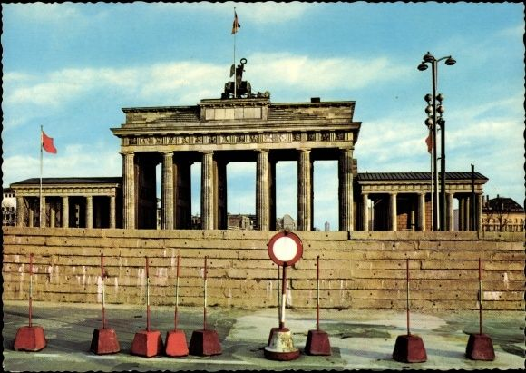 Ansichtskarte Postkarte Berlin Blick Auf Das Brandenburger Tor Nach Dem 13 August 1961 Akpool De Postkarten Berlin Poster