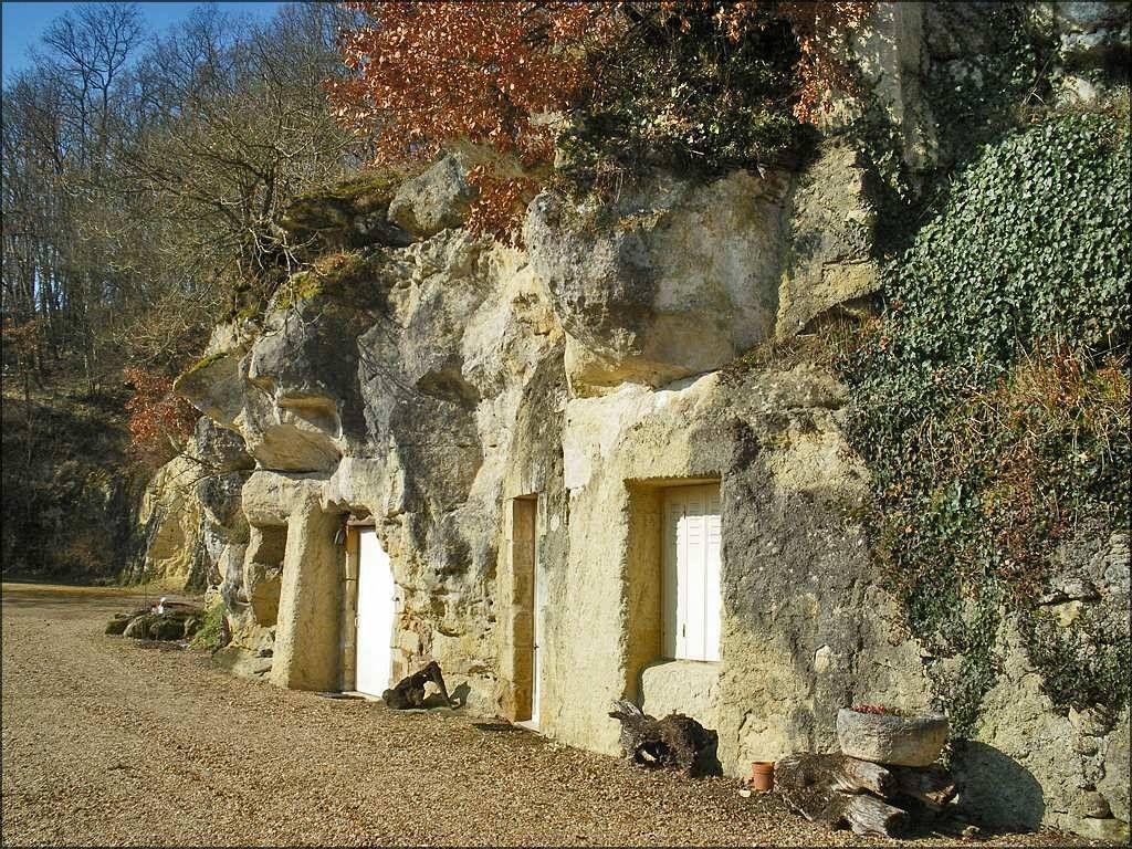 La Vallee De Courtineau En Indre Et Loire Est Tres Connue Pour Ses Maisons Troglodytes A Flanc De Coteau Maison Troglodyte Indre Et Loire Troglodyte