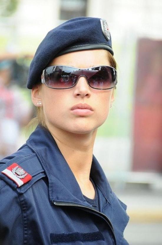 policía las mujeres mas potonas