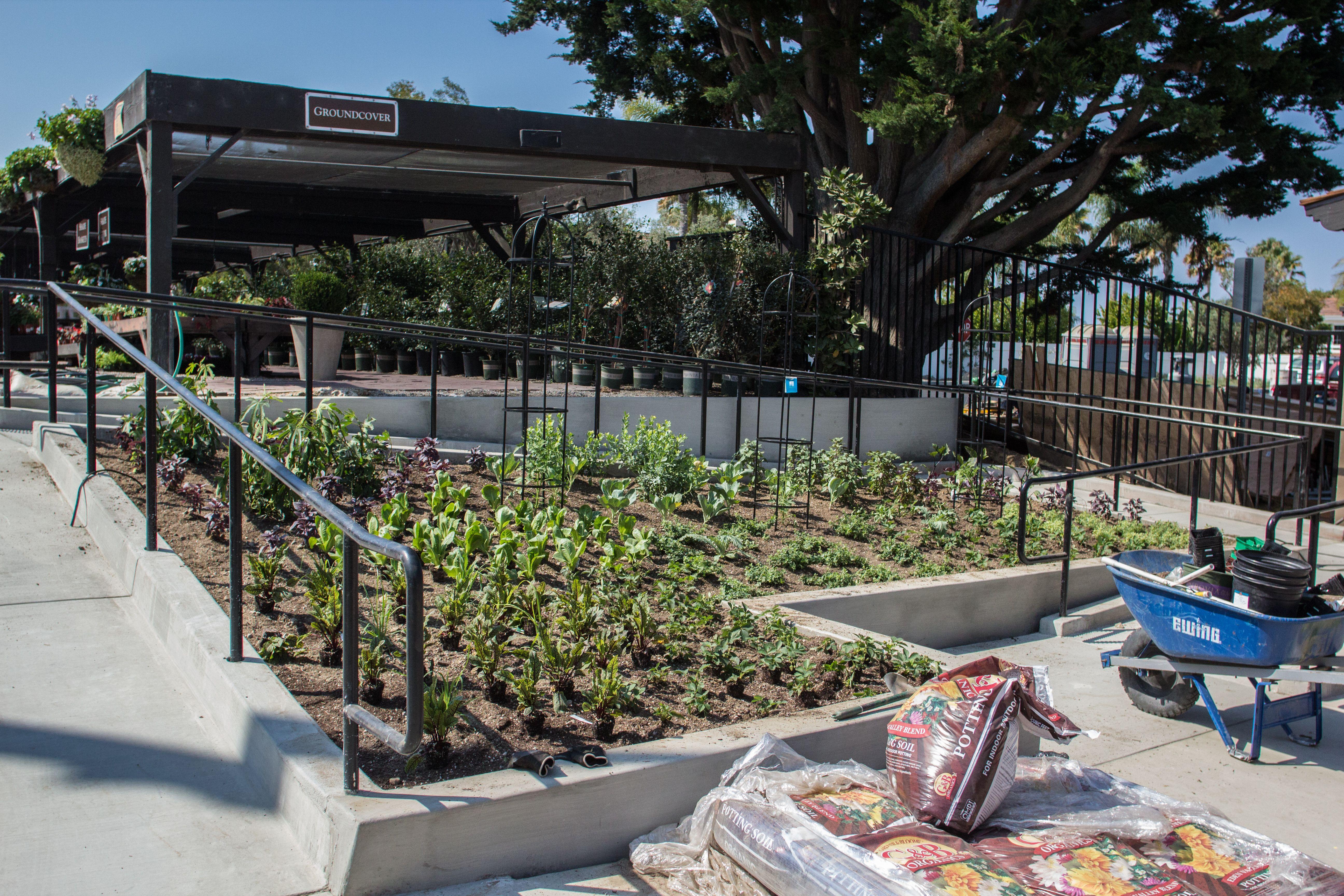 july 29 2016 farmhouserg com rogers gardens farm gardens patio