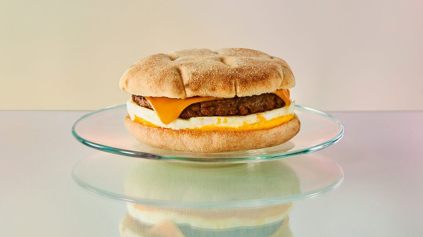 Starbucks Canada To Debut Beyond Meat Breakfast Sandwich The First Plant Based Meat Item At Any Location In 2020 Breakfast Sandwich Plant Based Breakfast Food And Drink