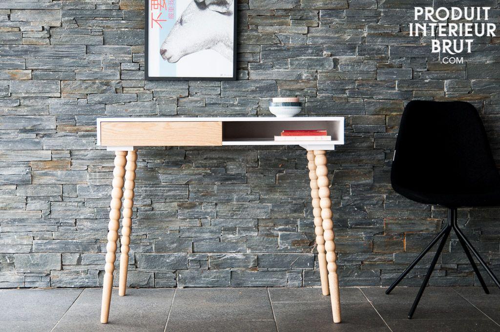 Ein schlichter Schreibtisch, der alle Wünsche erfüllt. So macht Arbeiten Spaß!