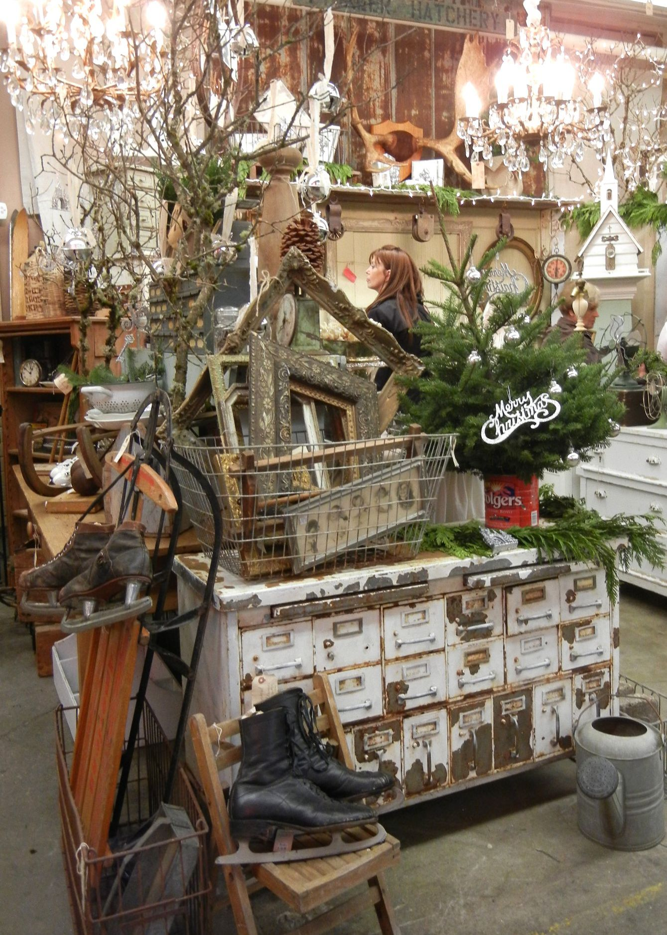 Monticello Vintage Christmas Show Antique Booth Ideas Vintage Shop Display Antique Shop Display