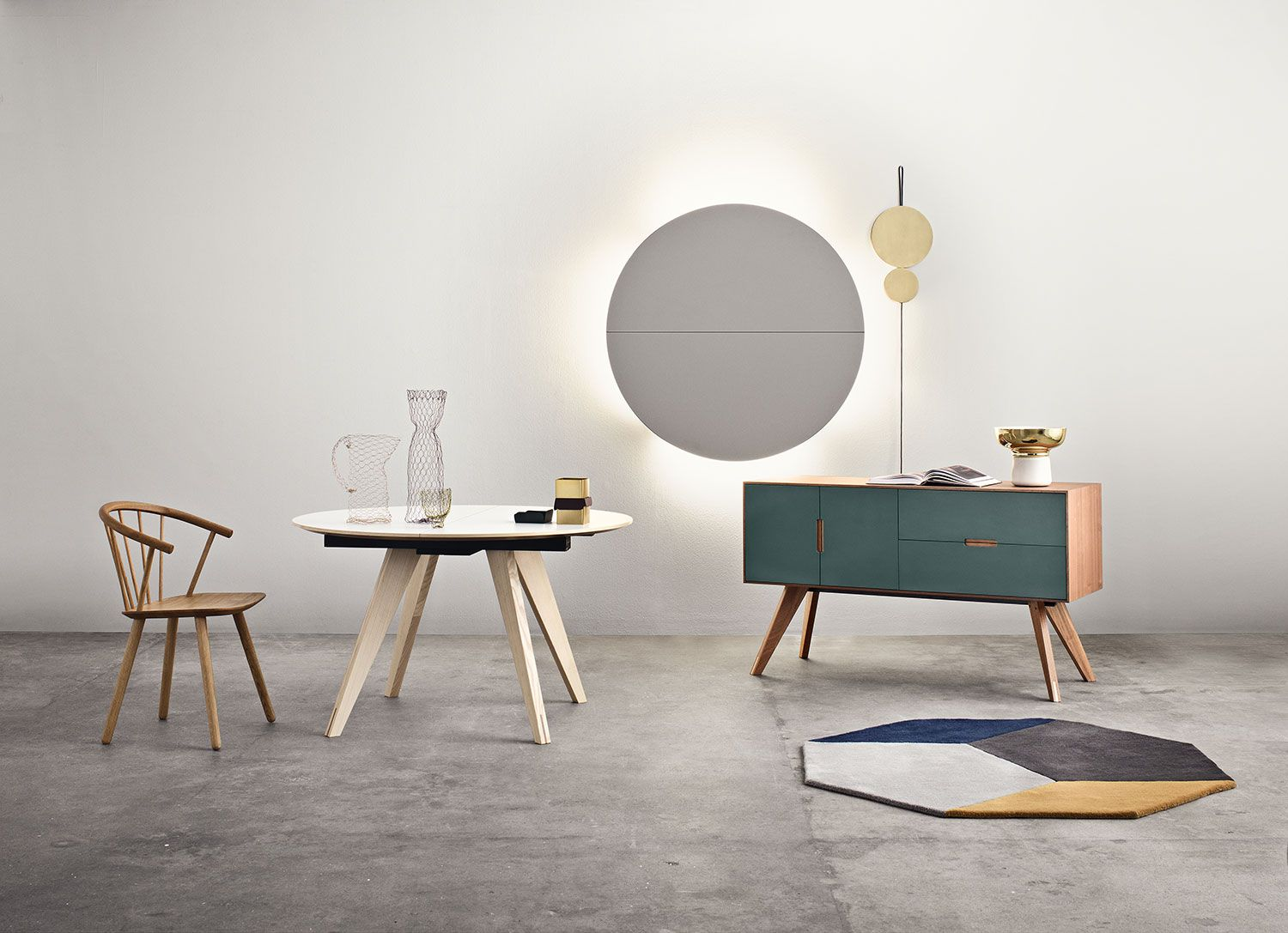 The Sleek low dining chair together with the Mood series Mood