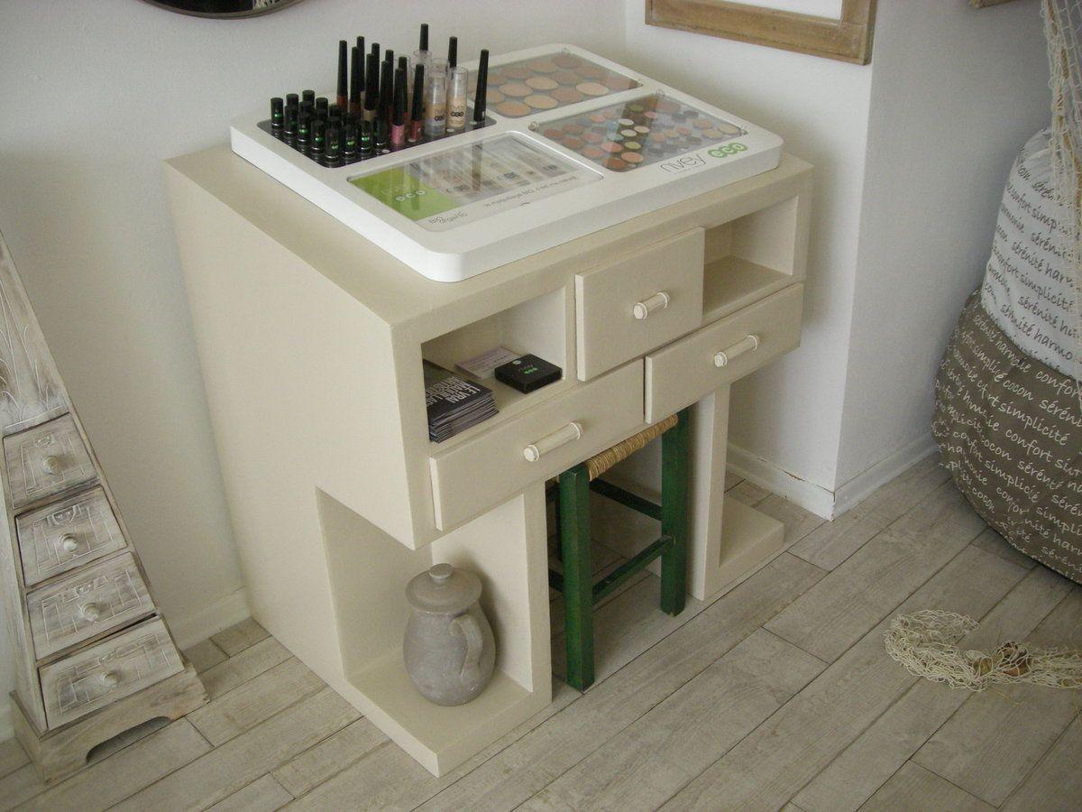 Mobilier En Carton Recycl Pour Palette De Maquillage Cardboard  # Les Meuble En Palette