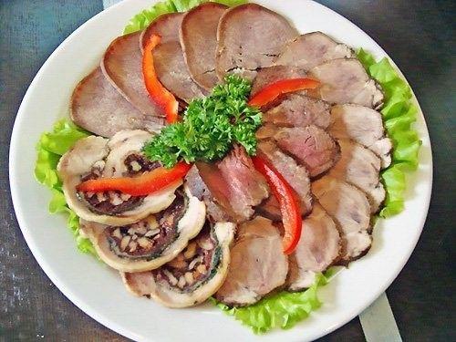 Красивая мясная нарезка на праздничный стол - фото идеи ...