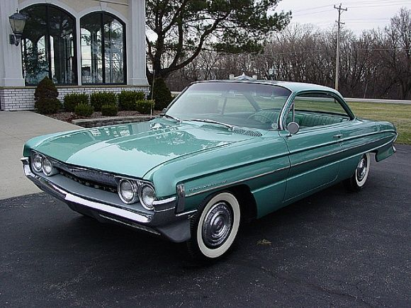 Bubble Top Beauty: 1961 Oldsmobile Dynamic 88 Holiday Coupe