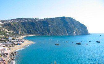 Ischia (Forio) la spiaggia di Citara, sullo sfondo Punta