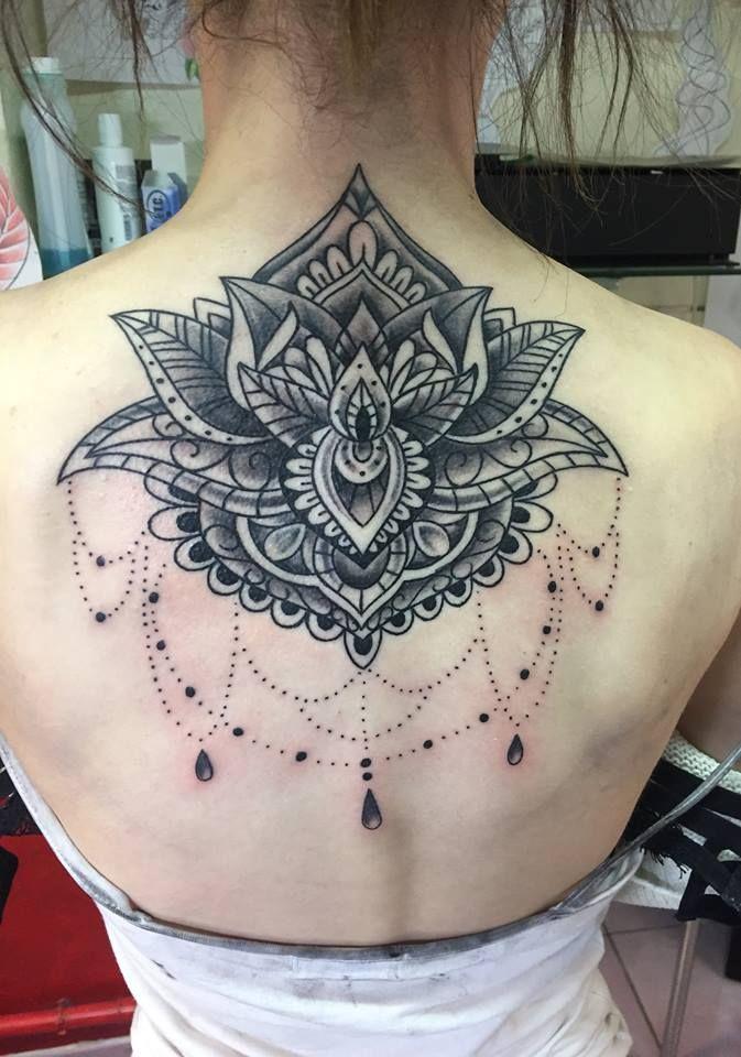 Tatouage mandala dos tattoo mandala back tattoo saumur - Tatouage mandala dos ...