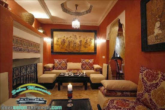un salon marocain moderne avec un design traditionnel simple ...