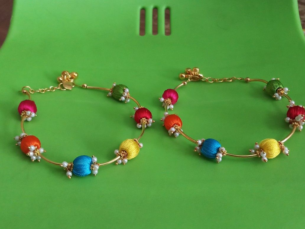 women making anklet jewellery spaceship gold seventy
