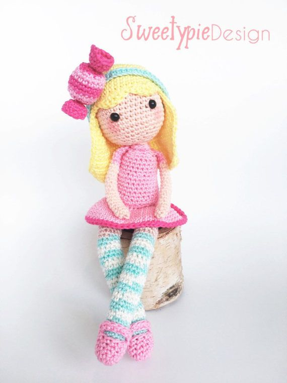 The first doll of The sweetypie girls is here! Bonny bonbon is a sweet and lovely doll who loves to play ! Suitable for every age ! With this pdf file you can crochet your own bonny bon bon