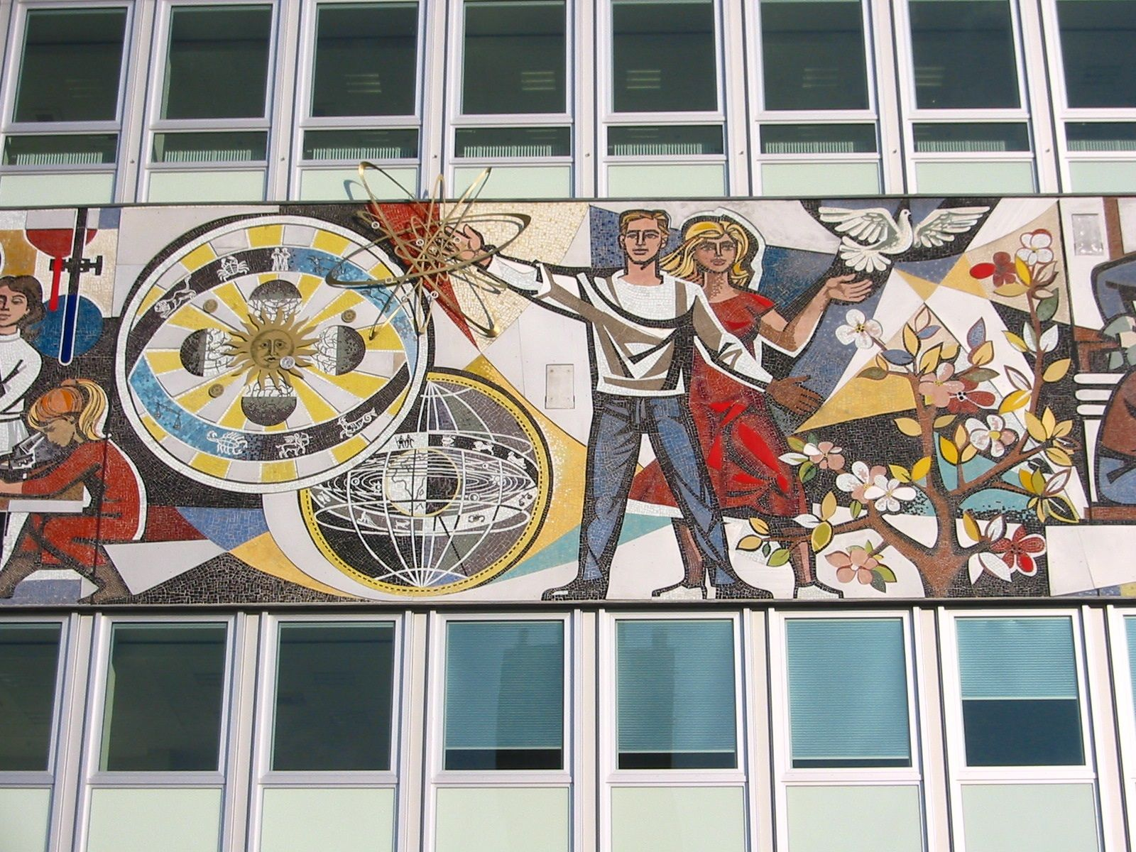 Ddr Mosaic Mural On The Haus Des Lehrers House Of The Teachers Located Near Alexanderplatz Berlin Germany Designed In The Style Of Mexican Mural Art By Ar Com Imagens