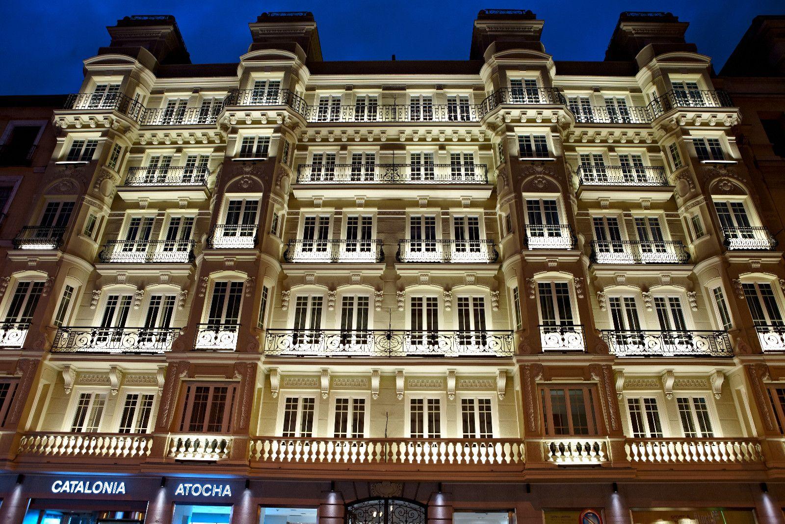 Hotel en Madrid con ventanas madera DJ68 y 45dB de atenuación ...