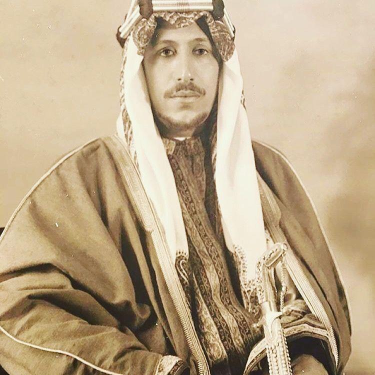 Pin By Rakan Alsuhaim On Arabia Middle Eastern Fashion Saudi Arabia Culture King Queen