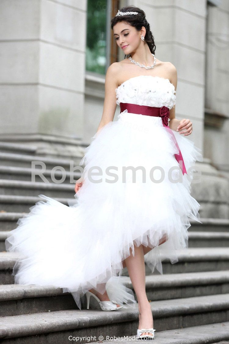 Robe de mariée blanche asymétrique en satin /tulle ornée de fleurs 001