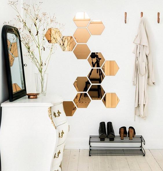des hexagones miroir coller sur un mur pour animer son int rieur or gold home decor. Black Bedroom Furniture Sets. Home Design Ideas