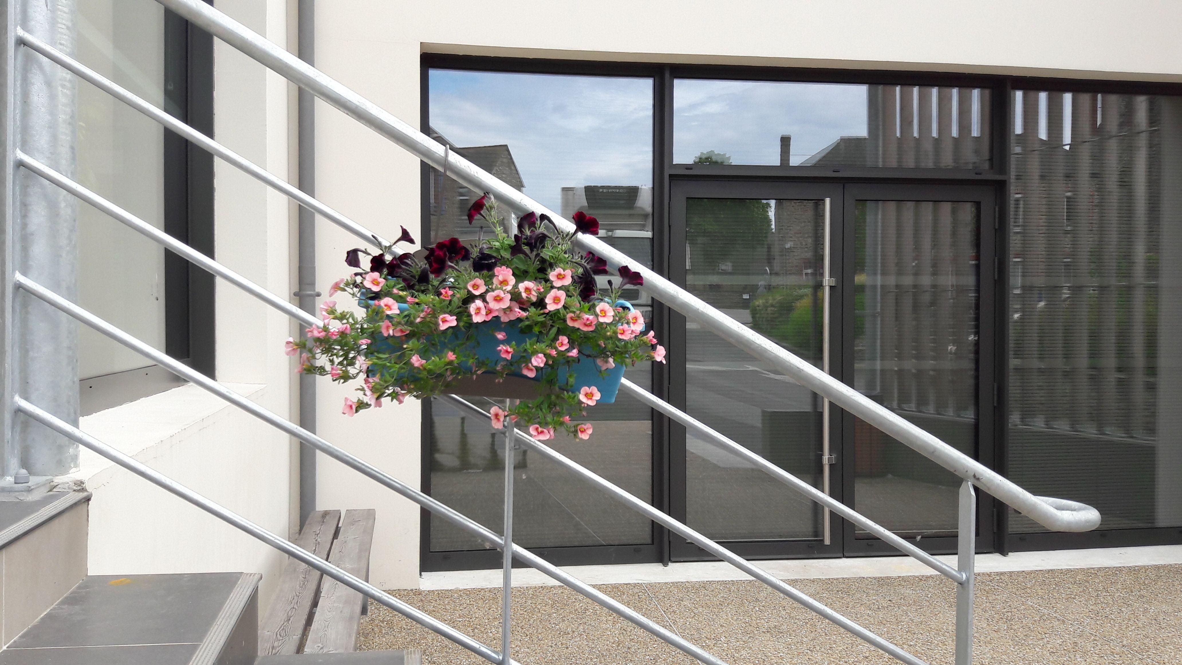 support de jardini re pour rampe d 39 escalier support jardini re support jardiniere support. Black Bedroom Furniture Sets. Home Design Ideas