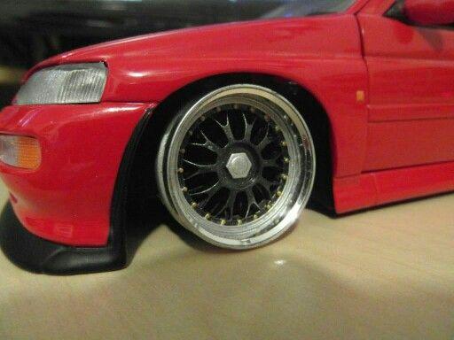 1:18 Ford Escort Cosworth Wheel Fitting, BBS