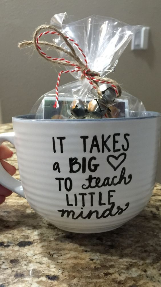 DIY Dollar Store Christmas Gift Ideas #teachergifts